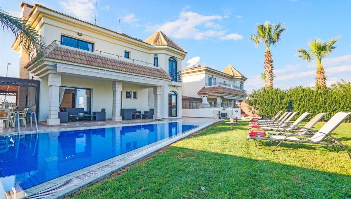 Luxury Beachfront Villa in Kapparis