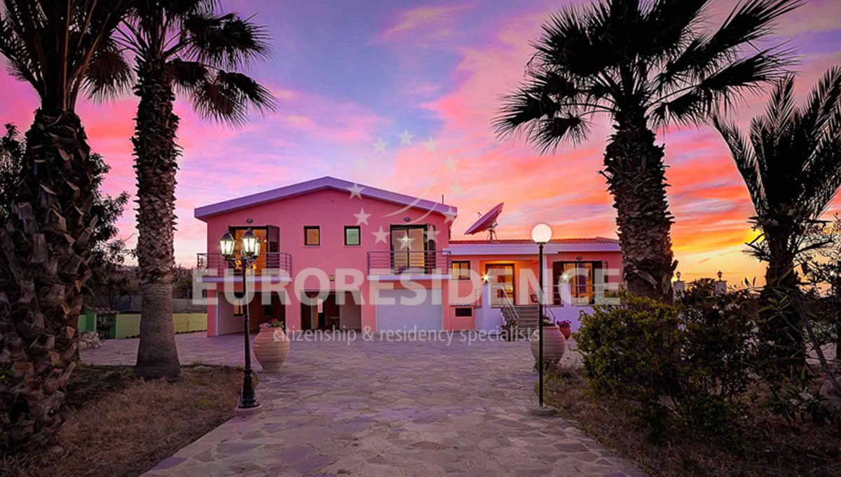 Luxurious Villa in Latsi