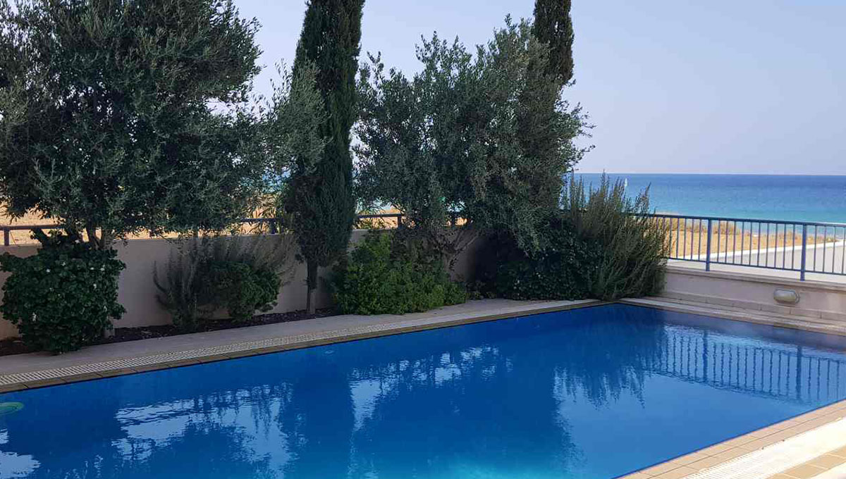 4-Bedroom Seafront Villa in Ayia Triada