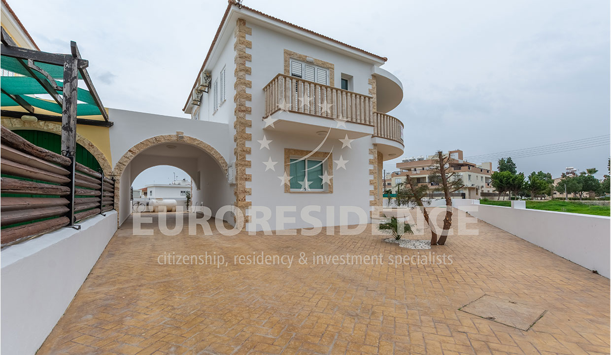 4-Bedroom Villa in Dherynia
